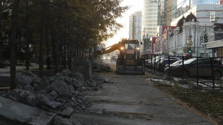 От него почти ничего не осталось: строительная техника разрушила забор дендрария у «Гринвича»
