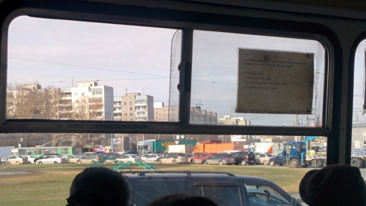 «Катастрофическая пробка»: на площади Труда ремонтируют дорогу в час пик