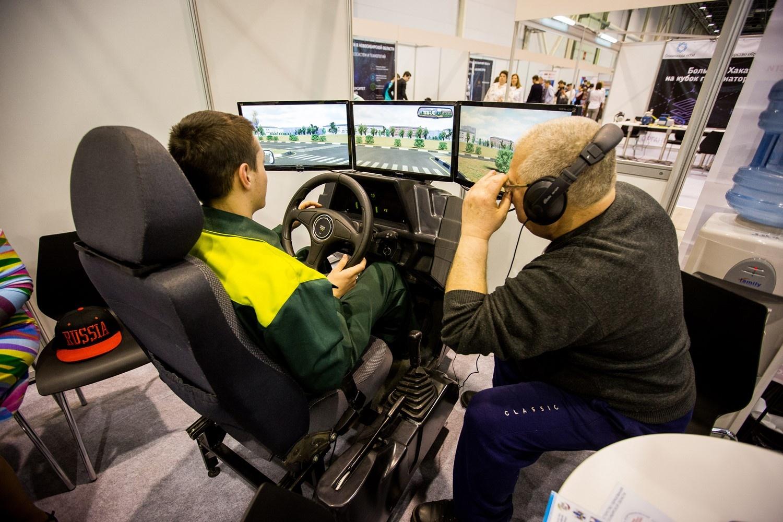 Симулятор тракториста с реальным инструктором