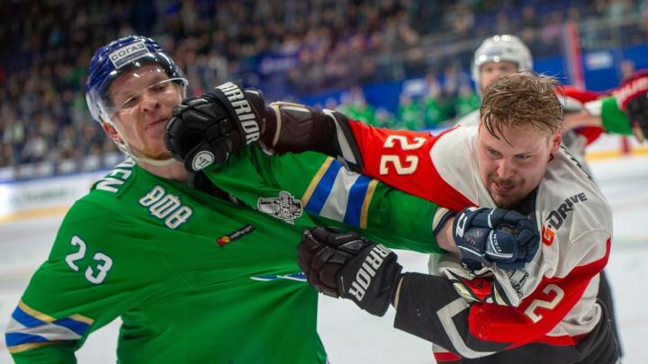 Выпустили пар: хоккеисты «Салавата Юлаева» и «Авангарда» устроили массовую драку в конце матча
