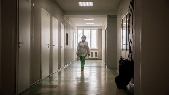 В больницу на Трикотажной съехались спецслужбы — очевидцы говорят о подозрительном пакете