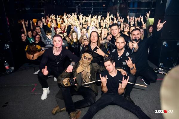 Группа «Ангел-хранитель» завела толпу с первых песен