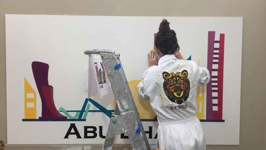 Студентка из Волгограда лучше всех покрасила дверь и переделала «виселицу» на конкурсе в Австралии