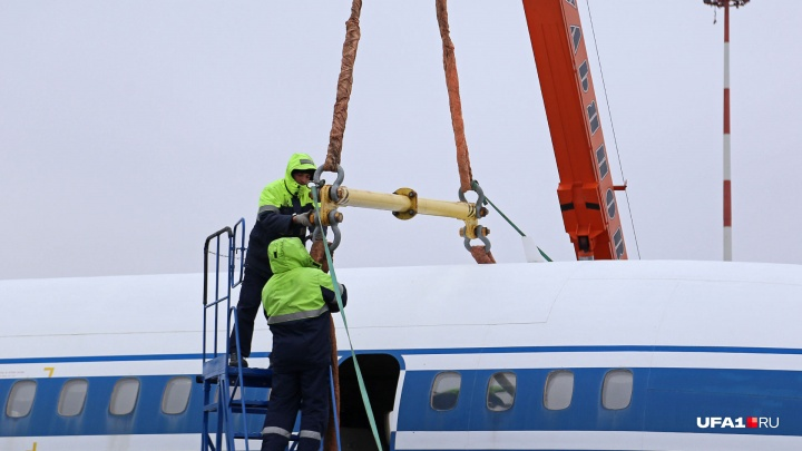 Следователи проверят экстренную посадку самолета в аэропорту Уфы