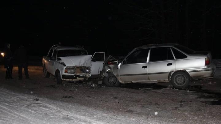 В Башкирии столкнулись DaewooNexia и ВАЗ-2107: пострадали четверо взрослых и двое детей