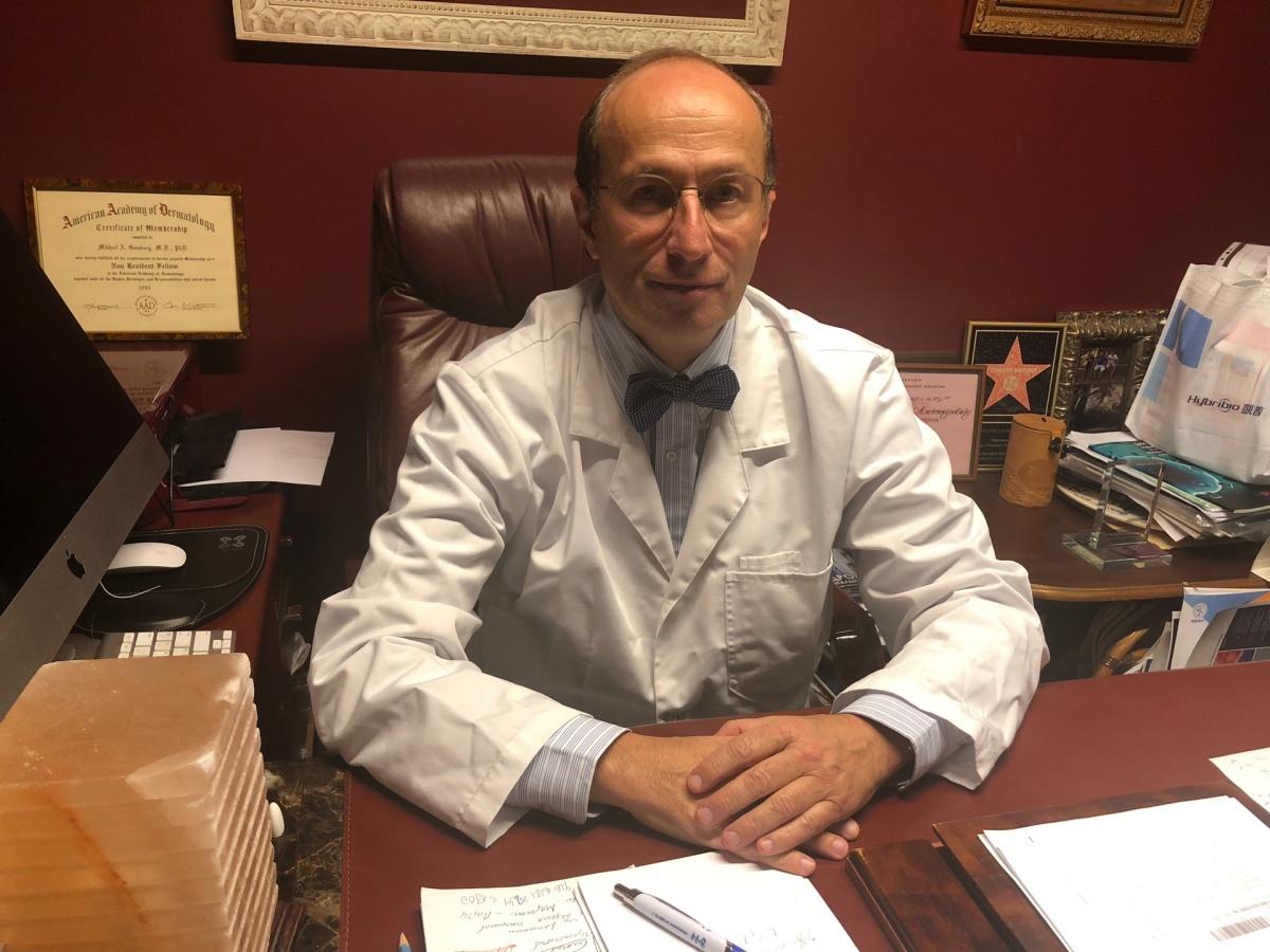 Михаил Гомберг советует в обязательном порядке проходить вакцинацию против ВПЧ. Деньги, заплаченные за укол, не сравнятся с последствиями развития вируса