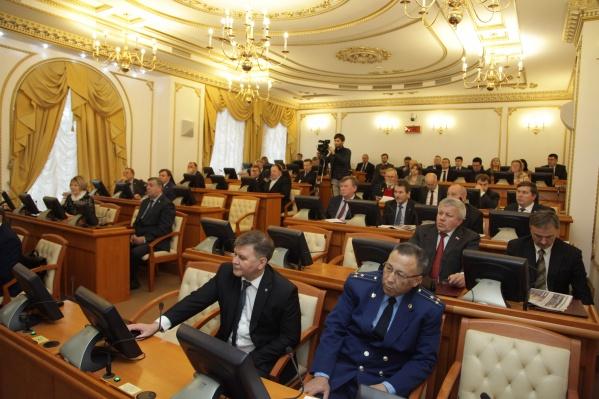 На заседании присутствовали 24 депутата