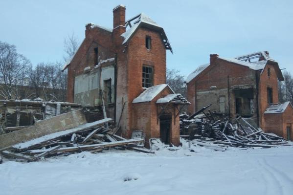 Здание дважды горело, а потом его разрушили