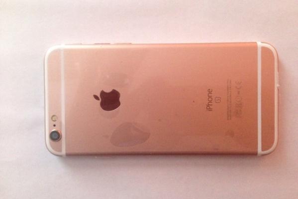 Ущерб компаниям Apple и Samsung от продажи поддельных телефонов в Троицке оценили в 16 млн рублей