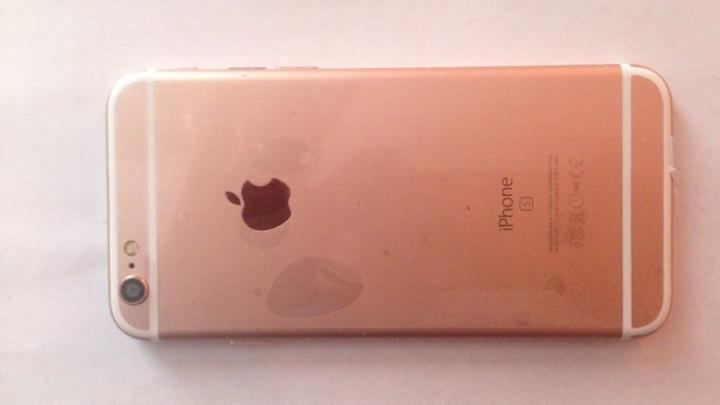 Бизнесмен в Челябинской области лишился двух тысяч поддельных Samsung и iPhone