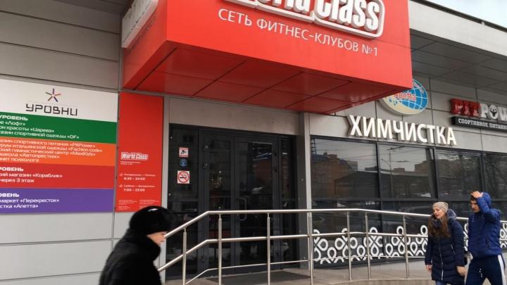 В элитном ростовском фитнес-клубе у посетителя украли полмиллиона рублей и 15 тысяч долларов