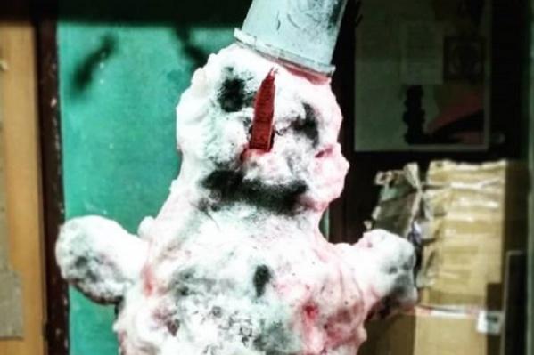 Внутри этого снеговика кости животного