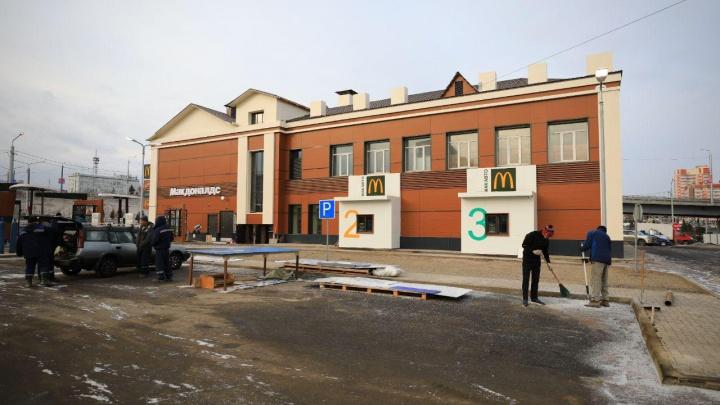 Открытие «Макдоналдса» на Волочаевской перенесли после заявления депутата о незаконной реконструкции