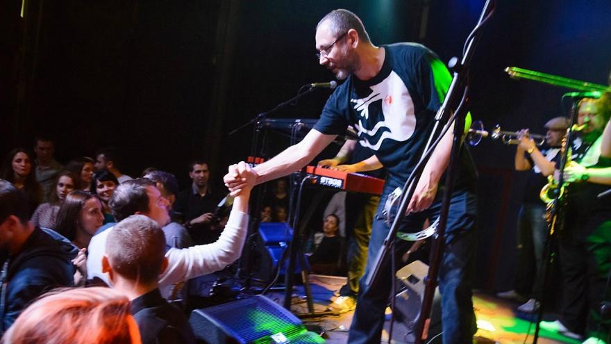 «Подарки за прикольные комментарии»: группа «Мамульки Бенд» раздаст поклонникам юбилейные диски