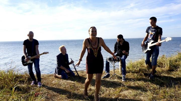 Новосибирская группа сняла клип на яхте и позвала на концерт собаку из Томска