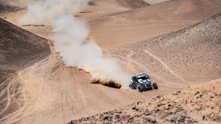 Ехали с дырой в коробке передач: Сергей Карякин занял второе место после пятого этапа «Дакара»