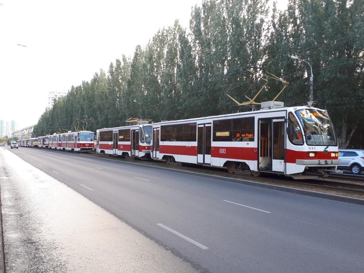 Транспорт всталот поворота около КРЦ «Звезда» до Первомайской