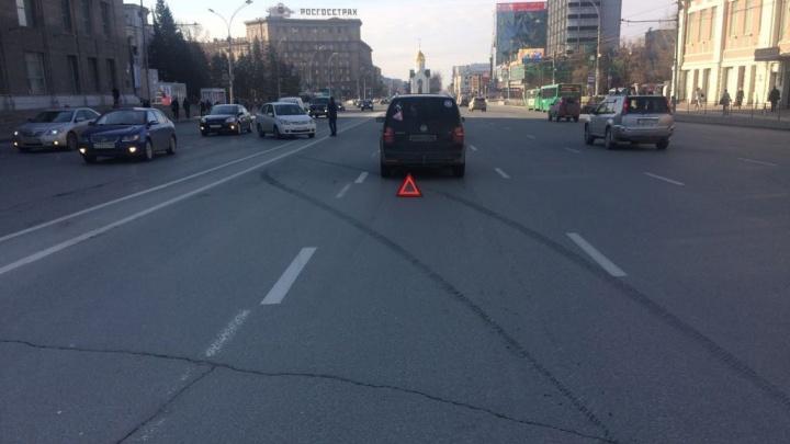 Видео: «Тойоту» развернуло после ДТП напротив мэрии