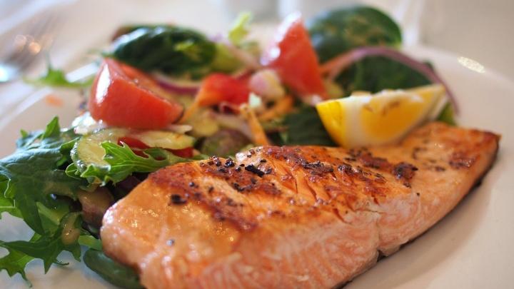 Высокие цены «уплыли»: горожане заметили, как к 23 Февраля упала стоимость рыбы