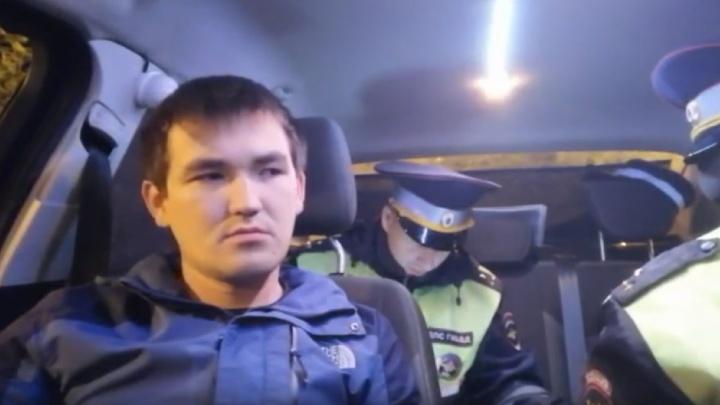 Пьяный таксист, пробки, снесенные заборы и танцы на «девятке» в центре Тюмени: дорожные видео недели