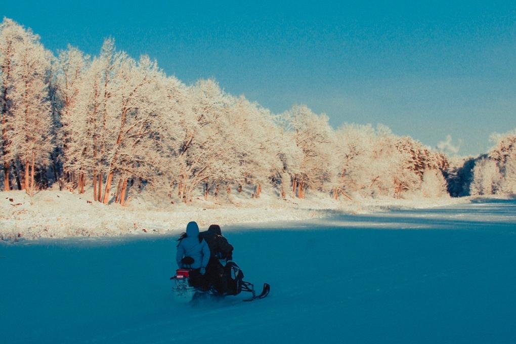 С приходом снега и морозца жители бросили кататься на снегоходах, лыжах и коньках