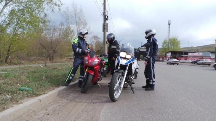 «Пьяные врезаются в авто»: мотовзвод решил проверять каждого водителя в Красноярске из-за роста ДТП