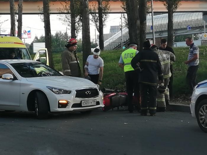 Мотоциклист получил травму головы и руки