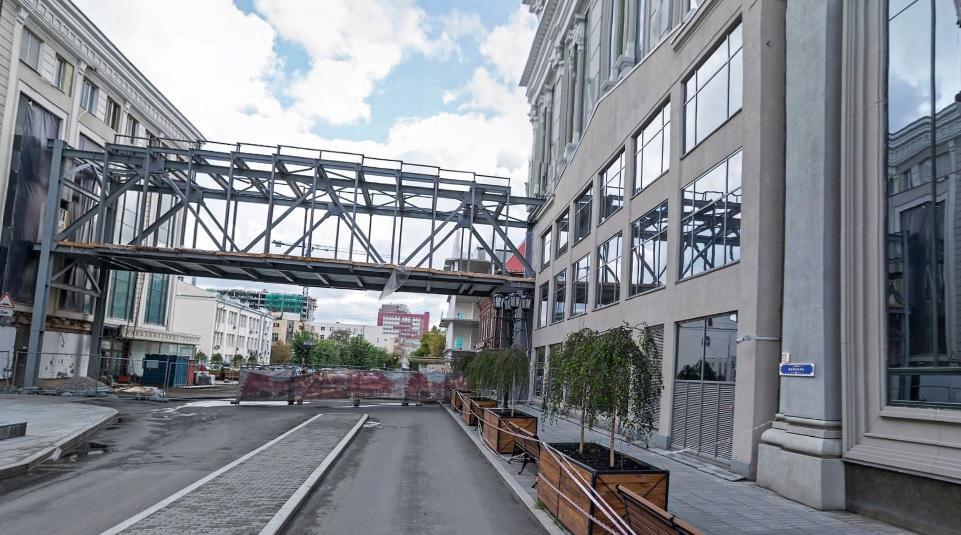 Исторический фасад со стороны переулка Банковский