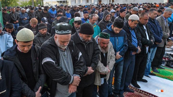 Екатеринбуржцы утром не могли дождаться автобусов: водители ушли отмечать Ураза-байрам