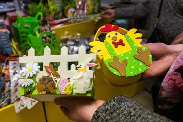 Прилавки магазинов заполонили игрушки и сувениры пасхальной тематики