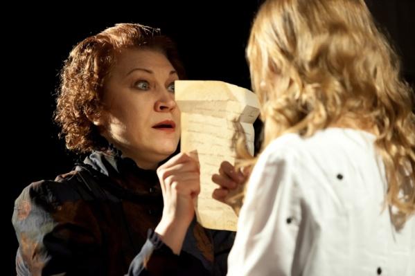 Сцена из спектакля «Морфий» в театре под руководством Сергея Афанасьева