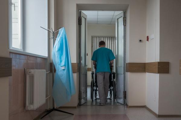 В ближайшее время молодые врачи вернутся к работе на полставки, заверили в поликлинике