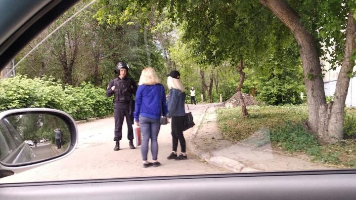 «Силовики повсюду»: в Магнитогорске оцепили жилой квартал с техникумом