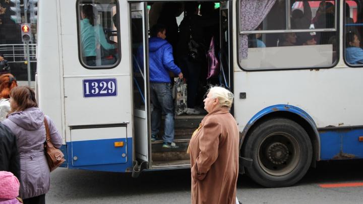 В Омске водитель автобуса отказался везти пассажиров до конечной