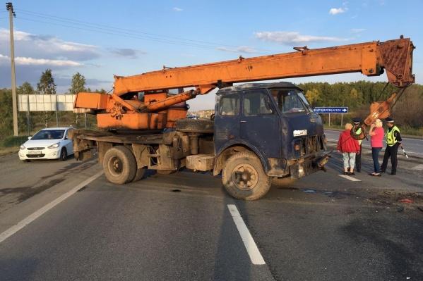 ДТП произошло на трассе М-5, недалеко от поворота на Долгодеревенское