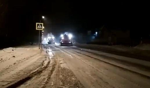 Коммунальщиков отправили на дороги репетировать уборку улиц к Универсиаде