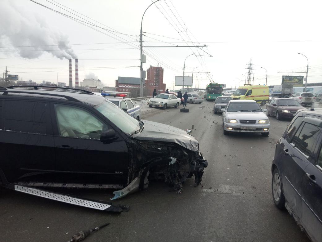 4 человека пострадали в«пьяном» ДТП наДимитровском мосту