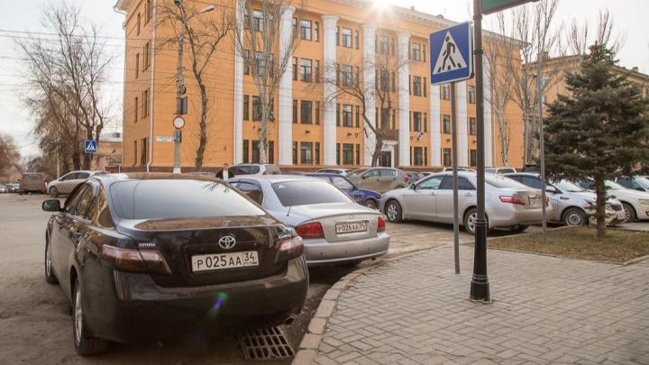 Мэрия Волгограда ищет подрядчика на ремонт служебных автомобилей