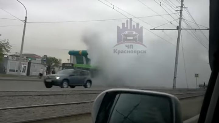 Дым из моторного отсека автобуса №19 застелил Красраб