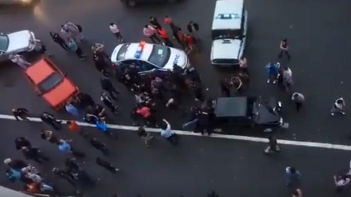 В Норильске жители устроили массовую драку после ДТП