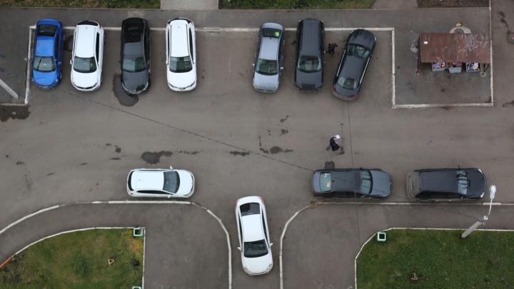 Дворовым войнам конец: уфимцы смогут узаконить парковку возле жилых домов