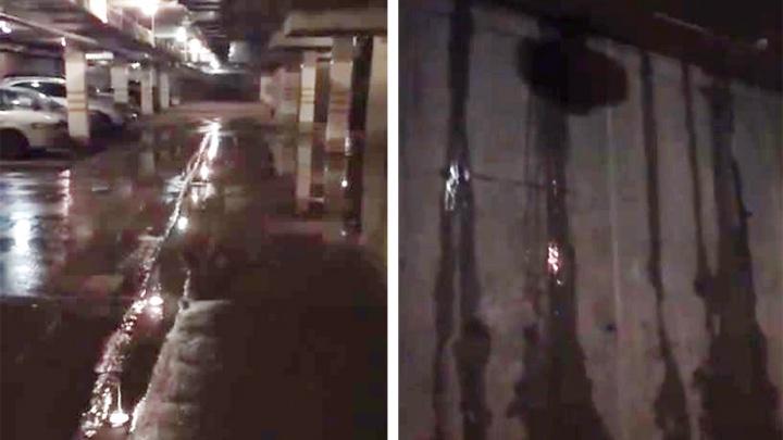Жильцы дома на Красном проспекте подали в суд на застройщика из-за потопа на подземной парковке