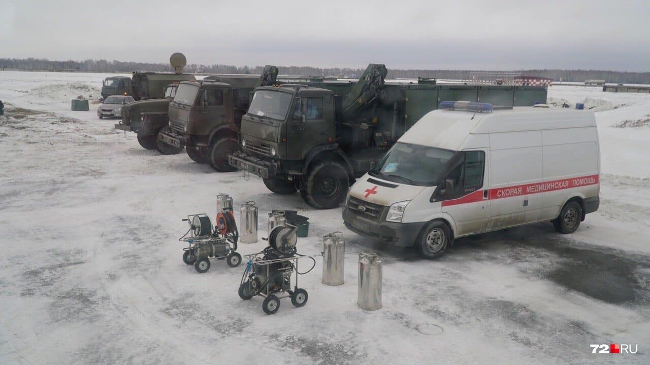В полной боевой готовности встречали людей, прибывших военным бортом из Китая
