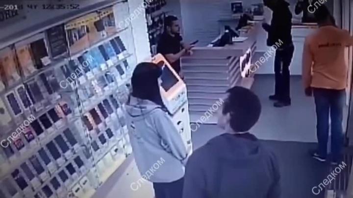Устроившего стрельбу в салоне сотовой связи новосибирца отправили в СИЗО