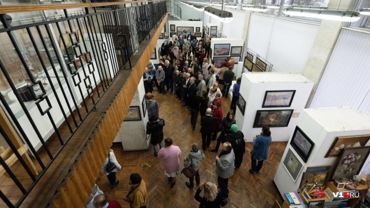 Забытые улицы Царицына: в Волгограде открылась выставка художника и учителя Михаила Чалова