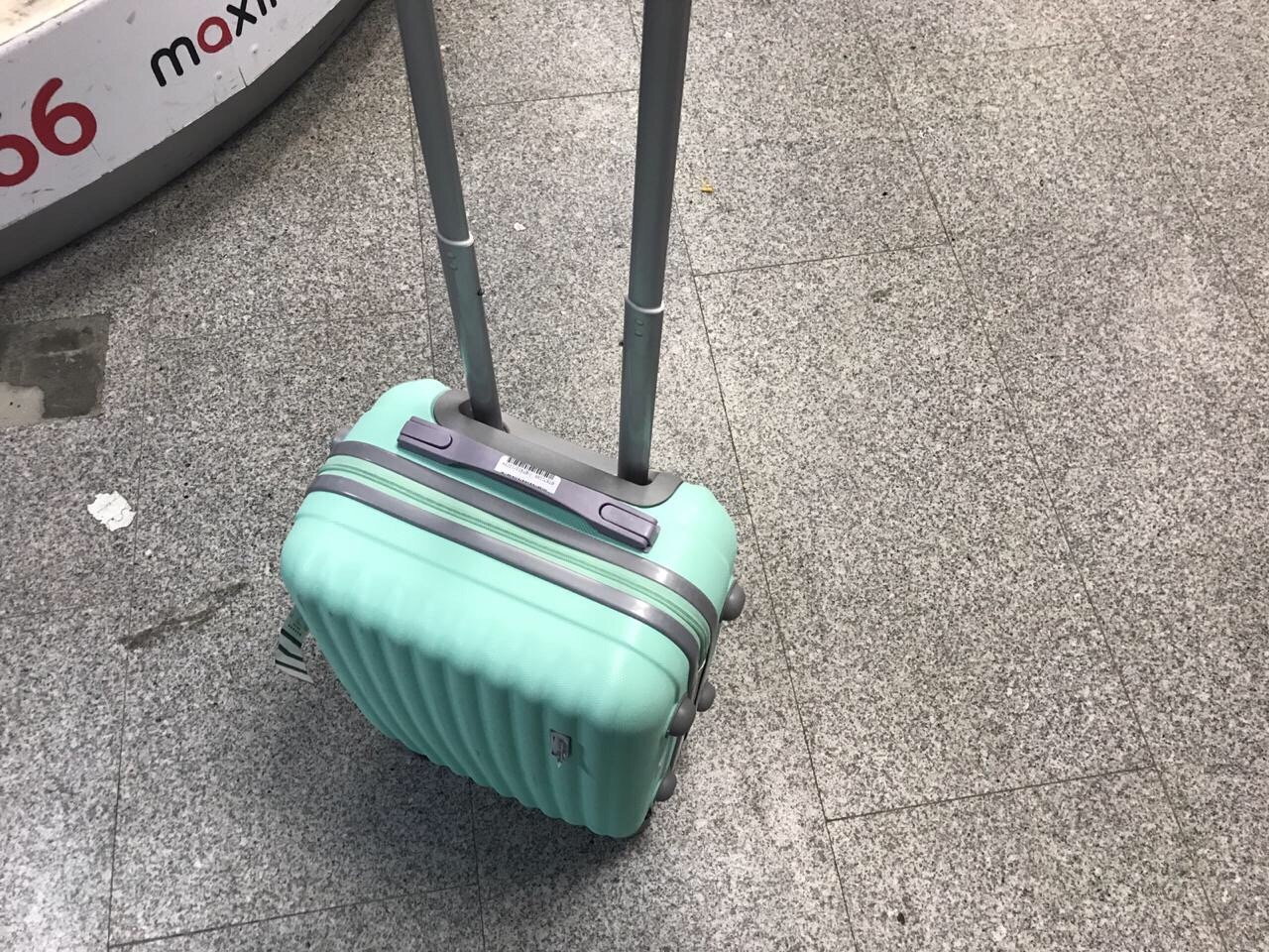 Размеры (и вес) ручной клади — самая распространенная проблема, с которой сталкиваются пассажиры. Рюкзак весит на килограмм больше или на два сантиметра в длину шире, чем положено? Готовьтесь к тому, что его придется сдавать в багаж
