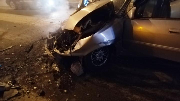 На Дианова «Тойота» превратилась в груду металла после столкновения с ПАЗом