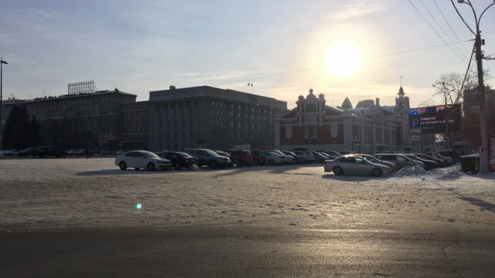 Возвращение машин: на площади Ленина открыли парковку