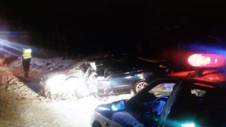 Две «Тойоты» сошлись в жёстком ДТП на Мочищенском шоссе: в больницу попали четыре пассажира