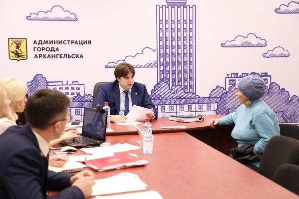 Прием граждан проведут во всех округах Архангельска